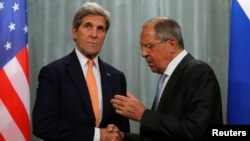 FILE - U.S. Secretary of State John Kerry (L) and Russian Foreign Minister Sergei Lavrov shake hands during a joint news conference following their meeting in Moscow, Russia, July 16, 2016.