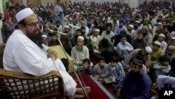 حافظ سعید در حال سخنرانی در یک مسجد در لاهور (عکس از آرشیف)