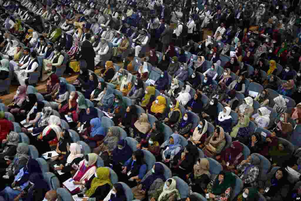 حضور گستردهٔ زنان در لویه جرگه مشورتی صلح