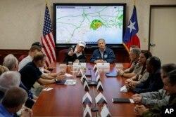 رئیس جمهوری آمریکا با مقام های ایالتی و شهر هیوستون جلسه برگزار کرد.