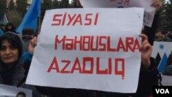 """""""Siyasi məhbuslara azadlıq!"""""""