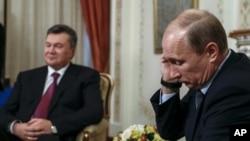Виктор Янукович и Владимир Путин на встрече в Ново-Огарево, Подмосковье. Россия, 22 октября 2012 года