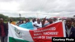 Nhengo dzesanganpo reAmalagamated Rural Teachers Union of Zimbabwe-ARTUZ dzichiratidzira. Sangano iri ranyorera mutungamiri wenyika gwaro renyunyuto.