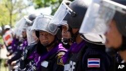 泰国防暴警察5月15日守卫在曼谷海军学院外面