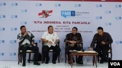 (ki-ka): Kepala Subdirektorat Kontrapropaganda BNPT Kolonel TNI Sujatmiko, Sekretaris Deputi Bidang Koordinasi Kesatuan Bangsa Kemenkopolhukam Brigjen Pol Mamboyng, Plt BPIP Hariyono, Moderator dalam acara Diskusi Forum Merdeka Barat 9, di Jakarta, Selas