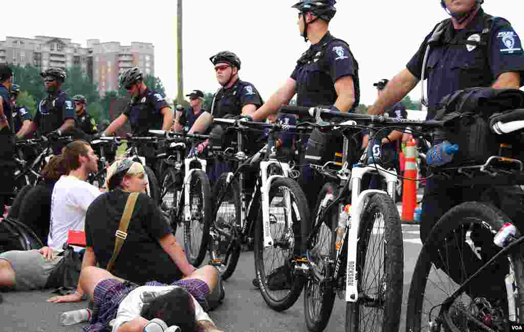 Protesters block an intersection near the Democratic National Convention in Charlotte, North Carolina for several hours while surrounded by police who allow the demonstration to continue, September 4, 2012. (J. Featherly/VOA)