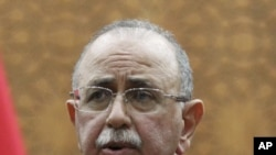 기자회견하는 리비아 신임 총리 압둘라힘 엘 키브