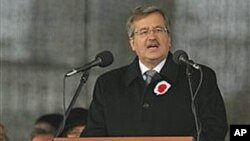 Poland's President Bronislaw Komorowski speaks during the Polish Independence Day celebrations in Warsaw, Poland, Nov 11, 2010 (file photo)