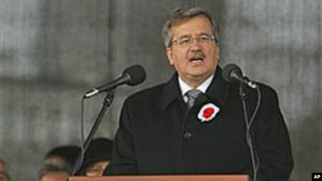 Poland's President Bronislaw Komorowski speaks during the Polish Independence Day celebrations in Warsaw, Poland, Nov 11, 2010 (file photo)