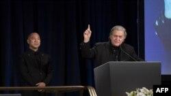 在美国政界有影响力的班农,11月20日出席郭文贵举行的一个有关中国海航集团(HNA)前董事长王健之死与海航背后真相的记者会