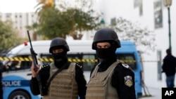 突尼斯当局逮捕与星期三袭击博物馆有牵连的9人。枪手星期三在巴尔杜国家博物馆外向游客开枪,打死23人