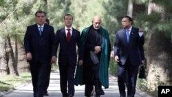出席上合組織會議的部份國家領導人9月2日前往會場