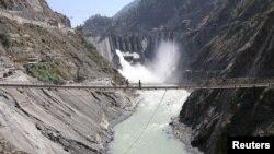 بھارت کی جانب سے دریائے چناب پر تعمیر کیا جانے والا بگلہار ڈیم۔