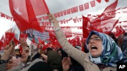 Supporters cheer Turkey's President Recep Tayyip Erdogan as he addresses an election rally ahead of Sunday's general election in Golbasi, Ankara, Turkey, June 5, 2015.