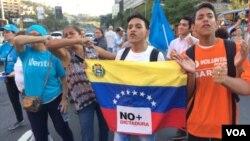 La decisión del Tribunal Supremo de Justicia generó varias protestas en la capital de Venezuela, Caracas. Foto: Álvaro Algarra/Voa