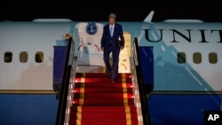 존 케리 미국 국무장관이 6일 사우디아라비아 리야디 공군기지에 도착했다.