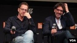 Итан и Джоэл Коэн на пресс-конференции. Photo: Oleg Sulkin