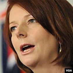 Julia Gillard mengisyaratkan untuk melakukan kompromi mengenai pajak pertambangan di Australia.