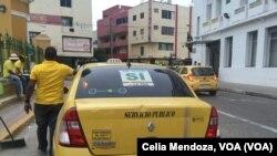 Cartagena, Colombia. Un taxista que apoya el acuerdo de paz con las FARC, hace campaña por el SI en el referendo.