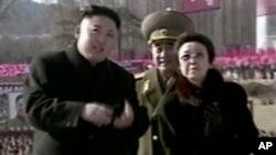 Kim Jong Un bersama bibinya Kim Kyong Hui.