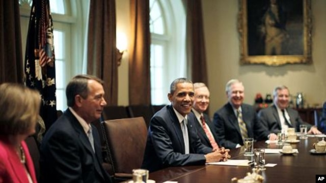 US President Barack Obama (C) conducts a meeting with congressional leadership on deficit reduction in the Cabinet Room of the White House in Washington, July 13, 2011