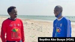 Pape Moussa Gueye (en rouge) et Médoune Ndoye dit Medza (en bleu), à Dakar, le 28 décembre 2020.