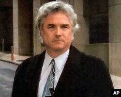 代表加州参议员余胤良的律师史蒂芬•格鲁尔