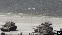 바레인에 진주한 외국군 탱크들