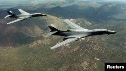 Dos bombarderos B-1B Lancers volaron desde Guam para realizar ejercicios de entrenamiento con las fuerzas aéreas de Corea del Sur y Japón.