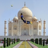 Van Persie at the Taj Mahal.