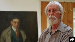 El restaurador de pinturas Barry Bauman fue empleado del departamento de conservación del Instituto de Arte de Chicago durante 11 años antes de iniciar su propio negocio en 1983.