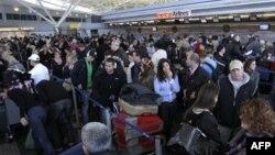 紐約的肯尼迪國際機場成為美國第一個開始加強對旅客進行篩查的機場。