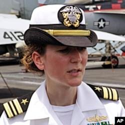 航母上女军人占20%,不输男性