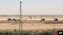 Lực lượng an ninh Iraq rút khỏi Ramadi, thủ phủ của tỉnh Anbar, 115 km (70 dặm) phía tây Baghdad, ngày 17/5/2015.