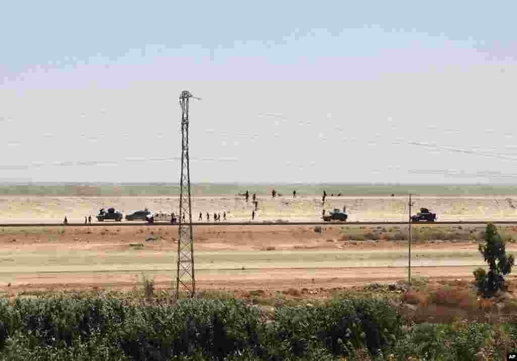 دریائے فرات کے کنارے آباد رمادی دارالحکومت بغداد سے 110 کلومیٹر دور مغرب میں واقع ہے۔