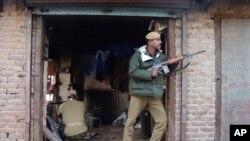 အိႏိၵယထိန္းခ်ဳပ္တဲ့ ကက္ရွ္မီးယားေဒသက တပ္စခန္းတခုကုိ လက္နက္ကိုင္အမ်ားအျပား ဒီကေန႔ ၀င္တိုက္။