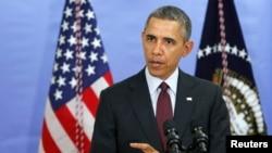Барак Обама во время визита в школу имени Пауэлла в Вашингтоне