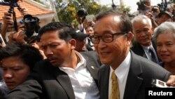 柬埔寨反对派领袖桑兰西2014年1月14日到金边法庭出庭时的照片。