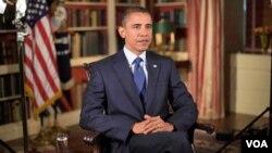Presiden Amerika Barack Obama saat bersiap memberikan pidato mingguan, 21 Agustus 2010.