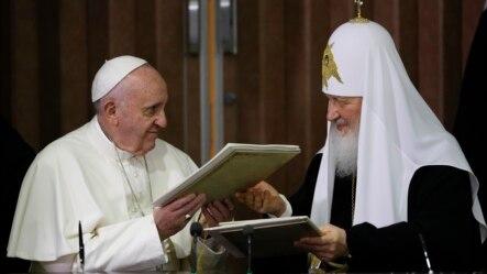 Rim papasi Fransisk ham, patriarx Kirill ham Lotin Amerikasi bo'ylab safarda ekan, Kuba muloqot uchun betaraf bir manzil sifatida tanlandi.