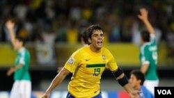 El brasileño Henrique anotó el segundo tanto con el que Brasil eliminó a México y se clasificó a la final del mundial.