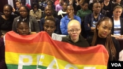Activistas manifestam-se no Tribunal Superior