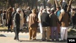 بیکاری طی چندین دهه جنگ در افغانستان، شمار زیادی از جوانان را مجبور به مهاجرت به کشورهای همسایه از جمله ایران نموده است.