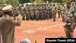 Ce nouveau bilan confirme l'ampleur du revers essuyé par l'armée malienne lundi et mardi autour des camps de Boulkessy et de Mondoro, dans le centre du Mali près de la frontière du Burkina Faso.