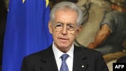 Monti përballet me protesta në parlament