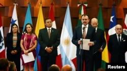 Menteri Luar Negeri Meksiko Luis Videgaray berbicara kepada media dalam pertemuan Kelompok Lima, yang dibentuk tahun lalu untuk menekan Venezuela. Anggota Kelompok Lima memonitor pelaksanaan pemilihan presiden Venezuela di Mexico City, 14 Mei 2018.