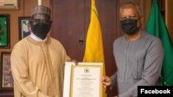 Buratai (hagu) da Minista Onyeama (dama) (Facebook/Ma'aikatar harkokin wajen Najeriya)