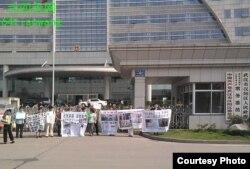 武汉市访民日前集结 (天网提供)