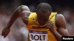 ນັກແລ່ນຈາໄມກາ Usain Bolt ໃນການແຂ່ງຂັນແລ່ນ 200 ແມັດ ຮອບທຳອິດທີ່ກຸງລອນດອນ (7 ສິງຫາ 2012)