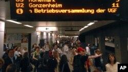 Suasana di stasiun kereta api Hauptwache di pusat kota Frankfurt, Jerman. (Foto: Dok)